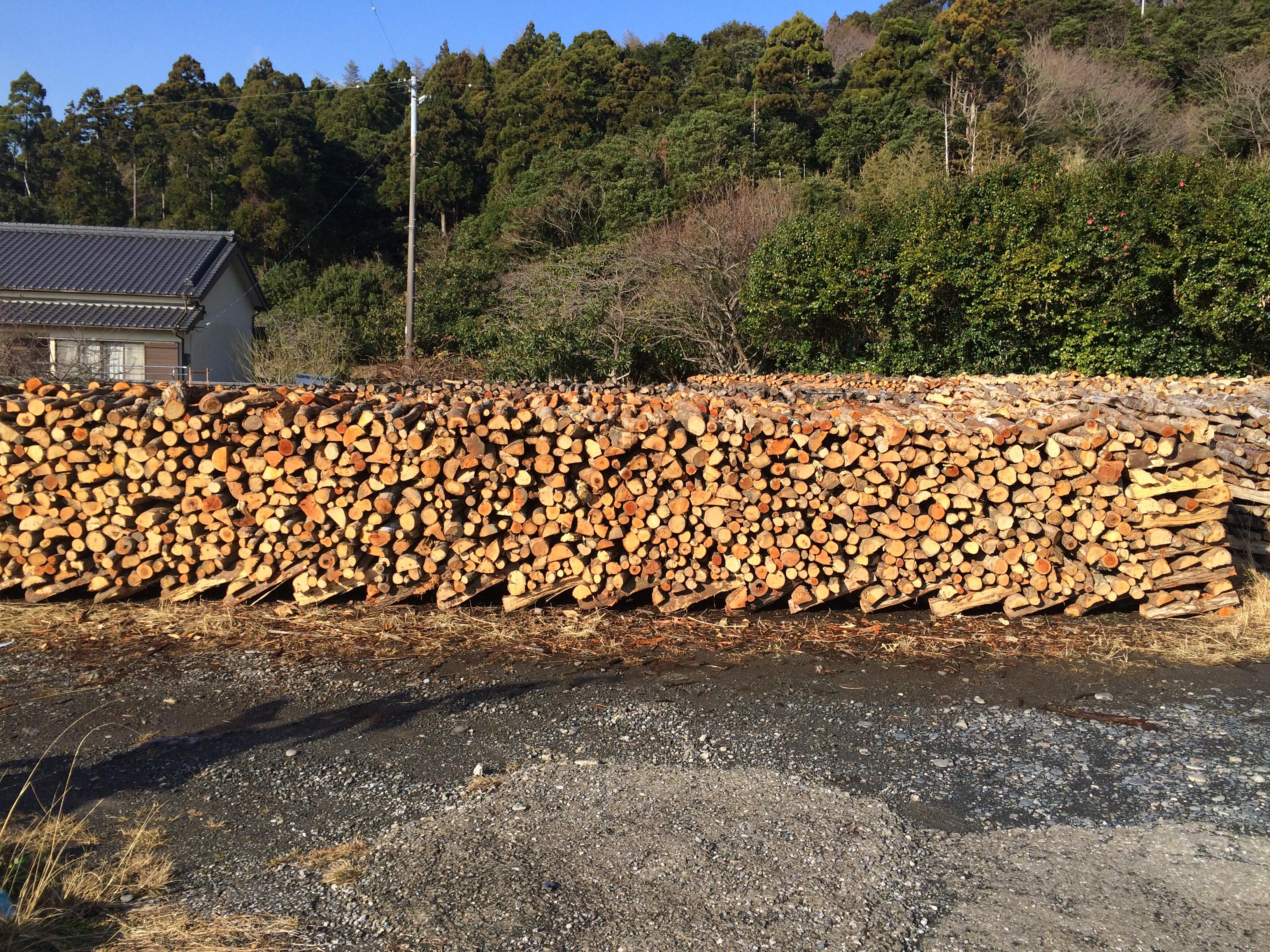 焙乾用の薪