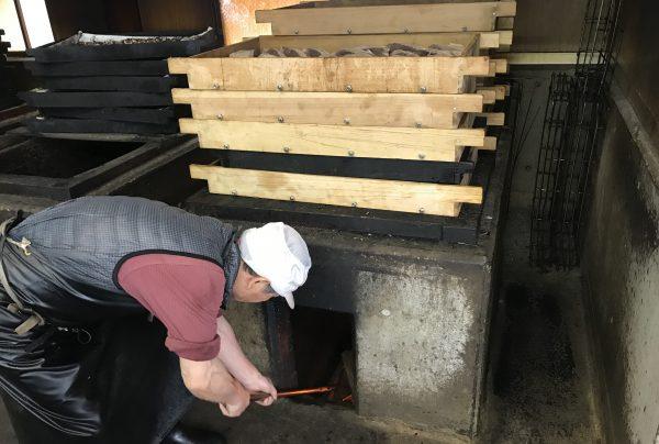 【鰹節の作り方】生の鰹から堅い鰹節ができるまでの12の工程