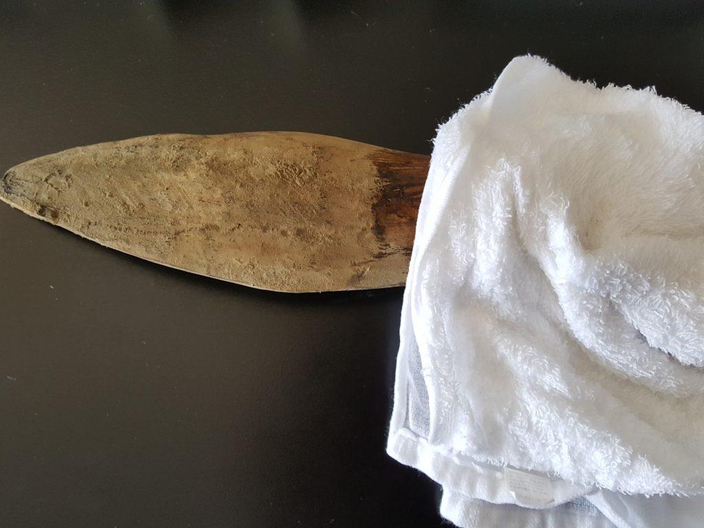 水で濡らして堅く絞ったタオル