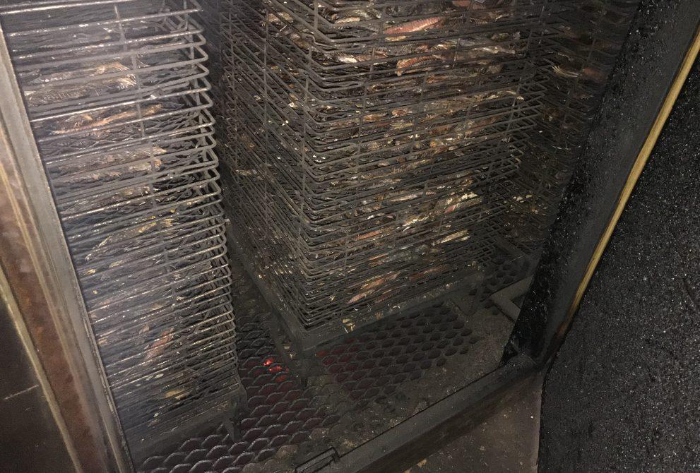 急造庫の中、1階の熱と煙が上がってくる