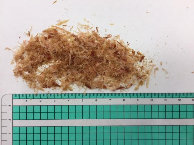 網の目が大きいと粒度が統一されず、粉にならない場面もある。